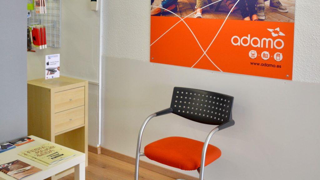 Sala de espera iSAT Lleida
